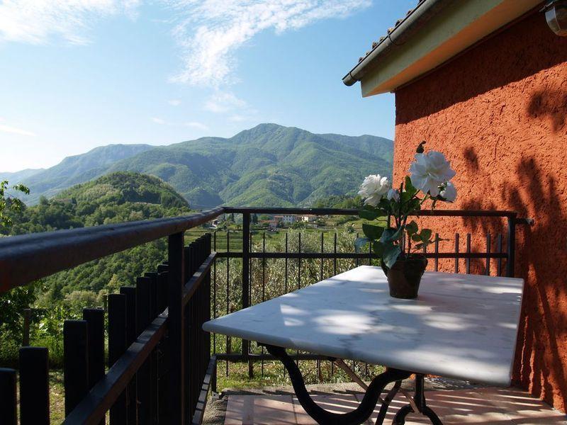 Rilassatevi sul balcone per bevande cena pre...