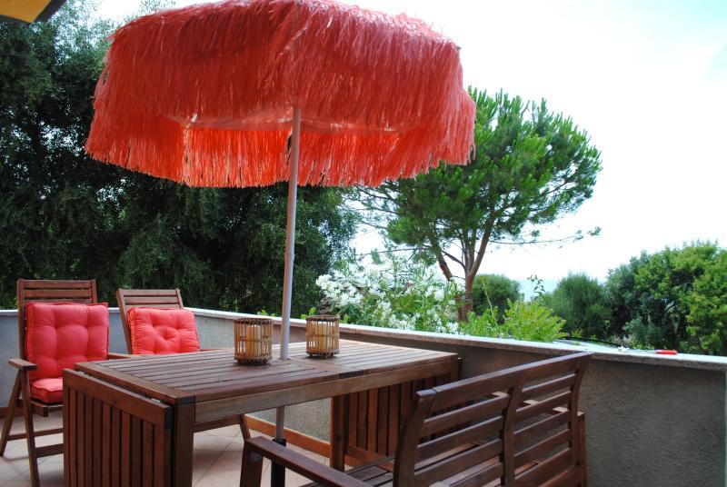 BLULATTE romantic apartment with sea view, Ferienwohnung in Valledoria