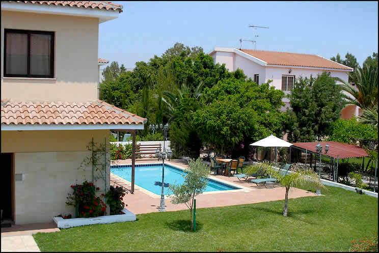 Regin.4BDR,private pool,garden,parking,2km fromsea, holiday rental in Larnaca