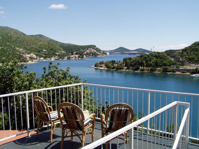 Sunny Balcony Apartment, holiday rental in Zaton