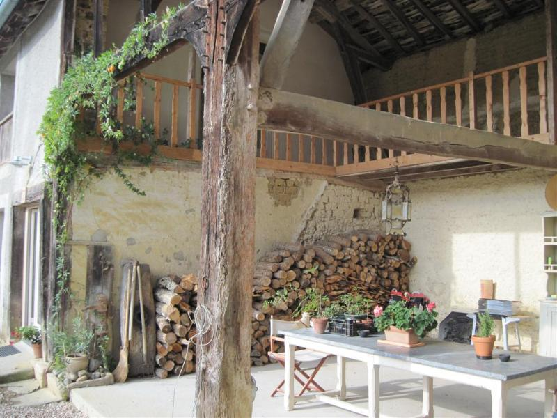Barn, with BBQ and dining table