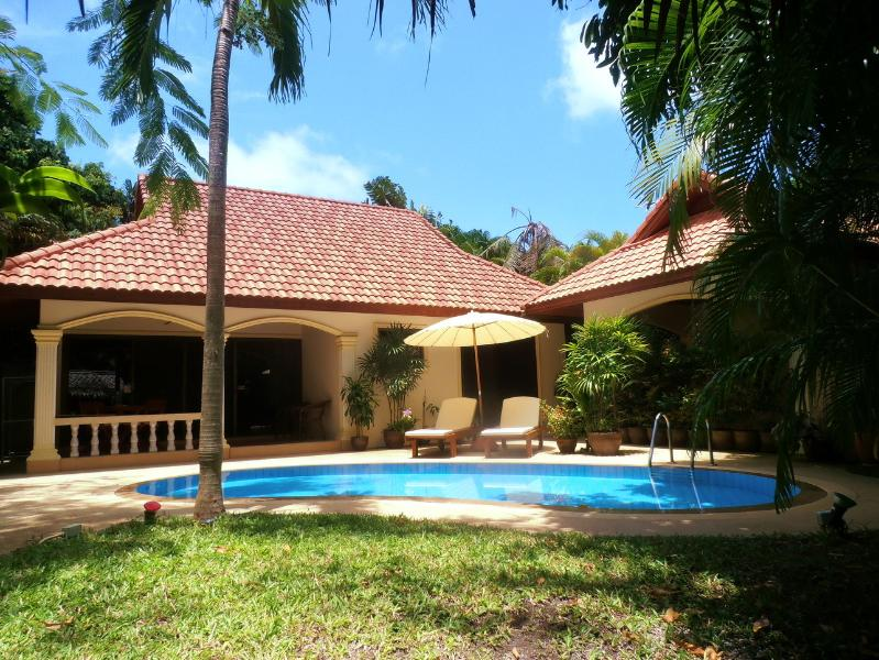 "LUXURY VIP ""PARADISE ISLAND"" 3Bedroom Private Pool VILLA, vacation rental in Phuket"