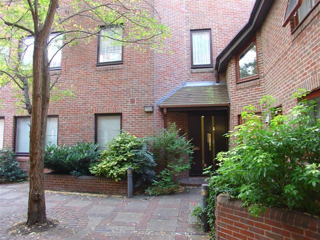 9 Die Hof - Eingang von einer ruhigen Innenhof Einstellung.