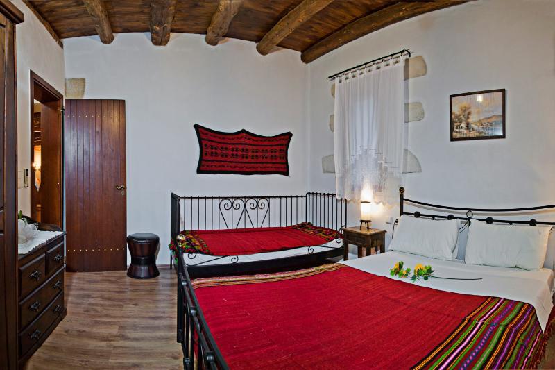 Bedroom 2 Villa Aloni