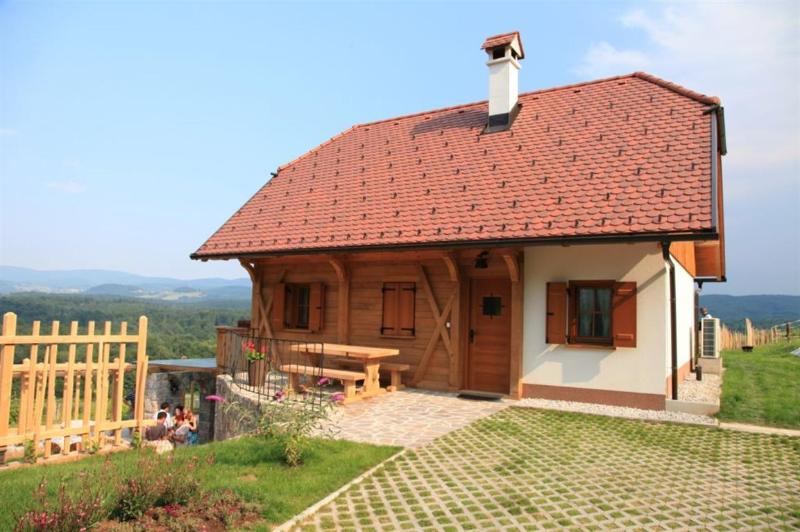 Vineyard cottage - Zidanica Ravbar, holiday rental in Lower Carniola Region
