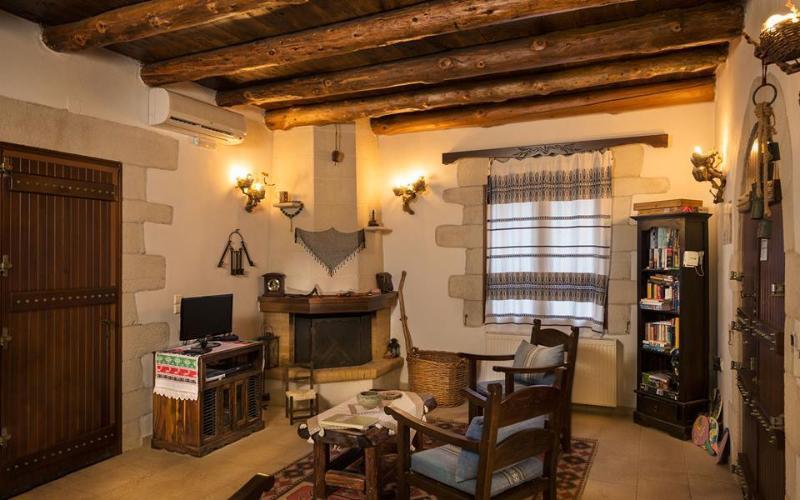 Living room - Fire place - Villa Aloni