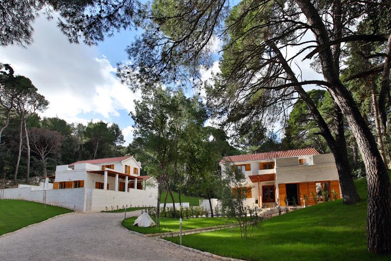 Just behind are Villa Azzurro and Villa Bianco overlooking a mediterranean garden, sea view