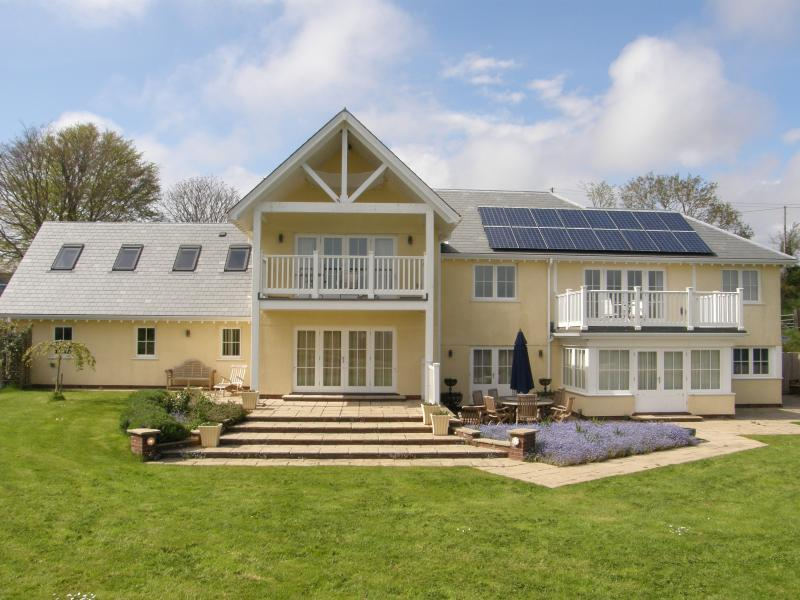 Edge House, a new England style house built in 2009