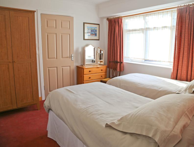 en suite bedroom 2 set as single beds