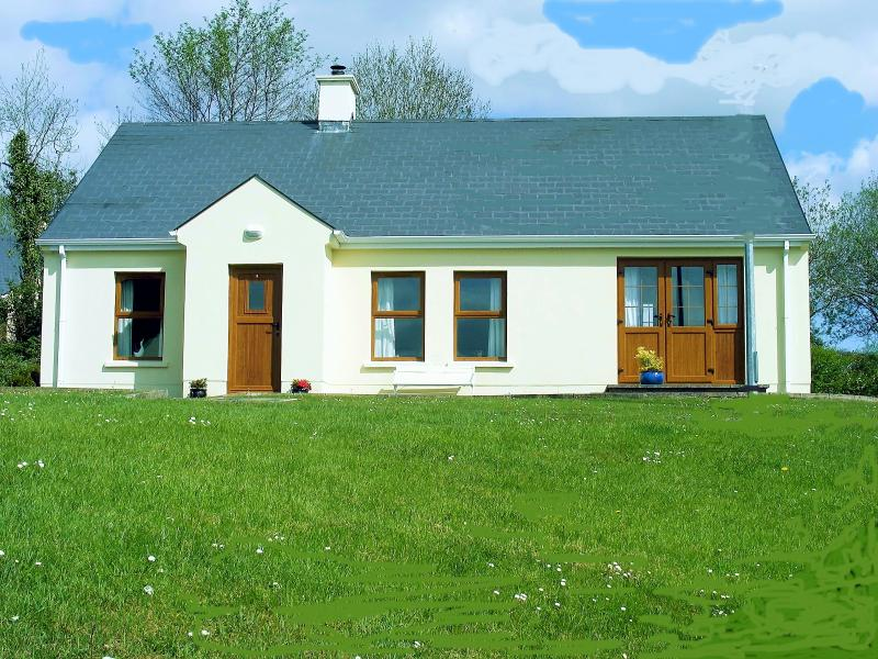 Edgewater Cottage with WI-FI, holiday rental in Kesh
