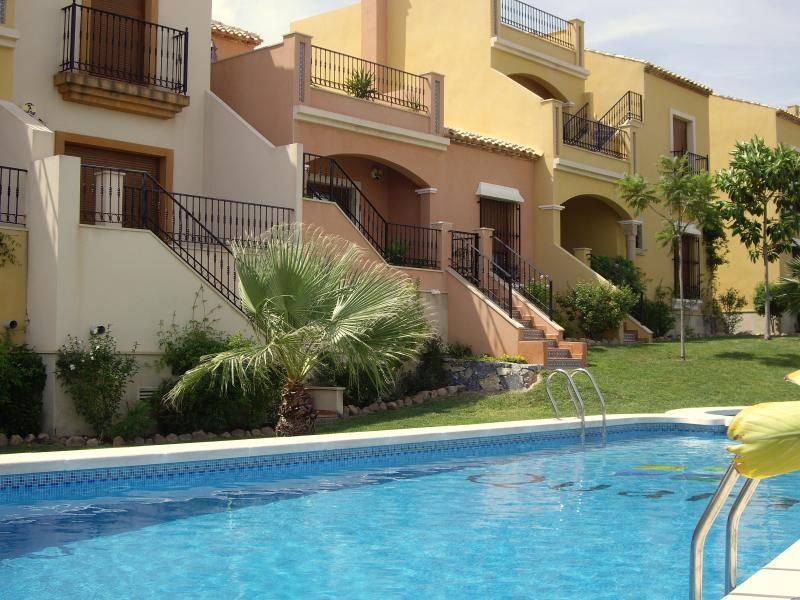 The property and its proximity to the pool.