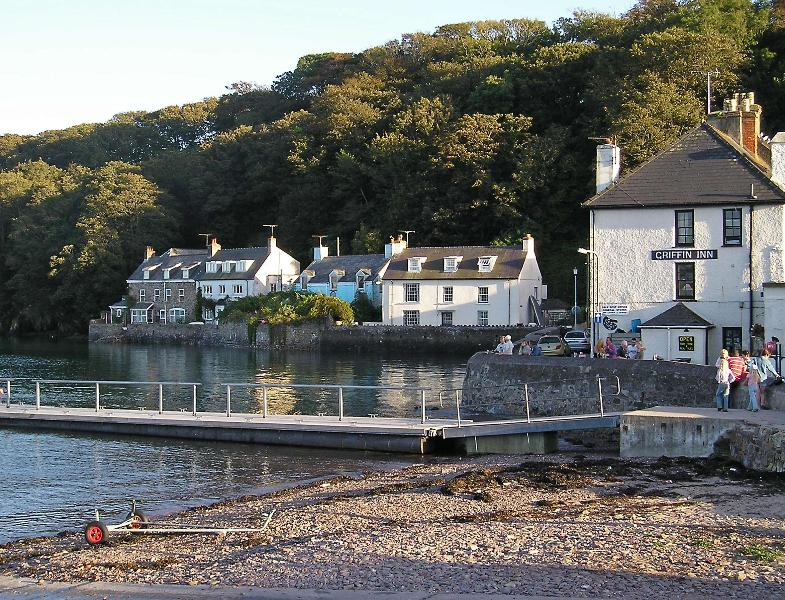 The Griffin Inn is an award winning seafood restaurant. The pontoon is used for boats and crabbing.