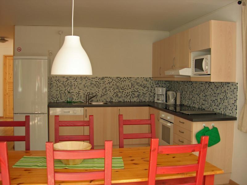 Dinner table and kitchen cottage 'Djurås'
