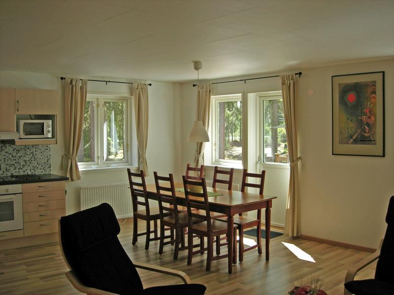 Dinner table cottage 'Djurås'