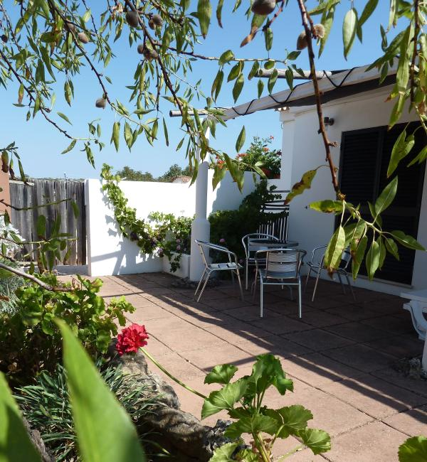 Azeitona private terrace for bedrooms 2 and 3