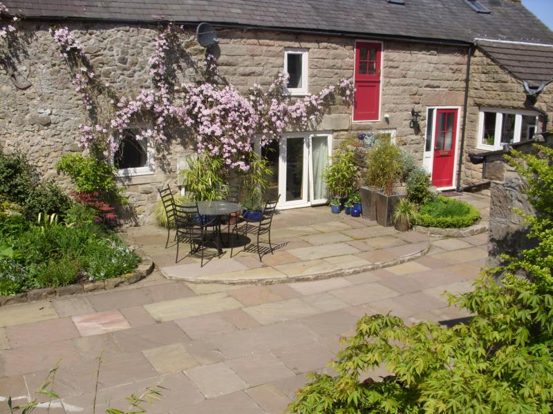 Pretty Barn Conversion with Fully Enclosed Stone Paved Courtyard Area