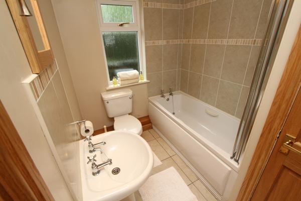 one of the 4 en-suite bathrooms