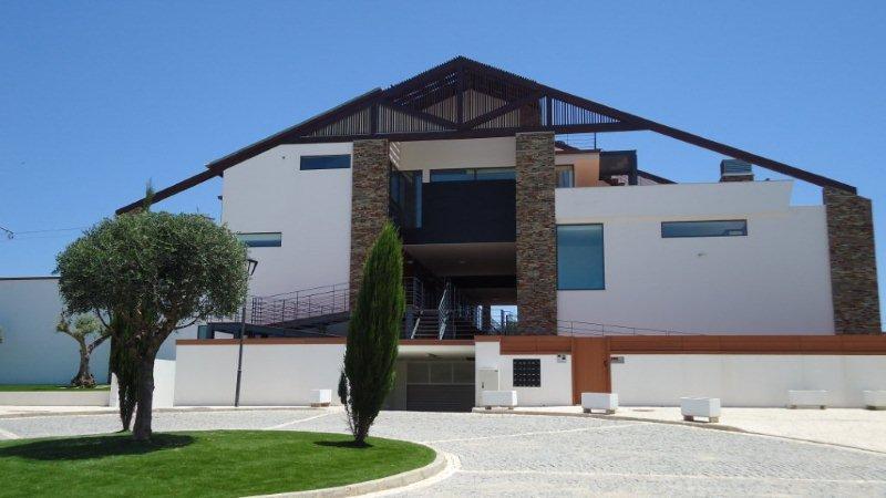 Entrada a Villa Sunray