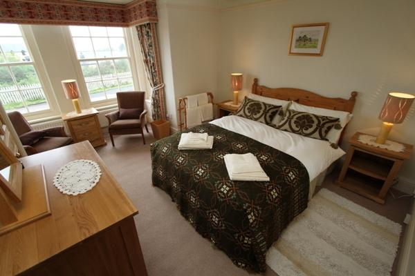 Double bedroom with en-suite at Godre'r Graig