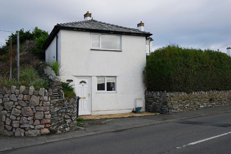 Little Summerhill, the cosy cottage with all Trearddur Bay has to offer within walking distance.