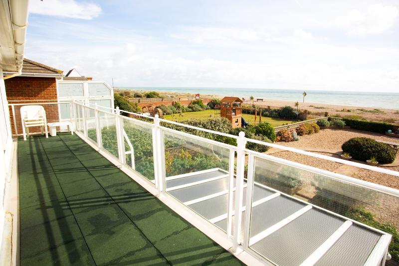 Beachside Shoreham Beach Sussex, holiday rental in Shoreham-by-Sea