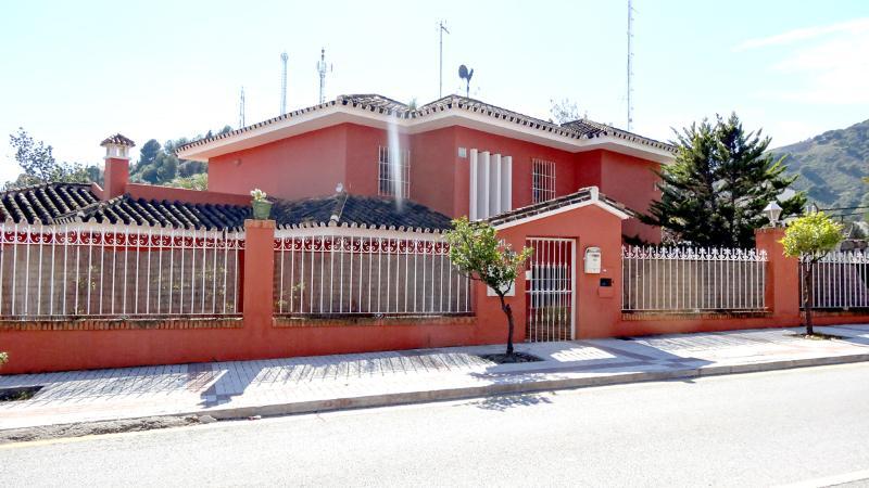 villa con piscina privada cerca del centro, vacation rental in Malaga