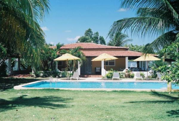 Lovely Villa Jeroen with privet swimming Pool, alquiler de vacaciones en Fortaleza