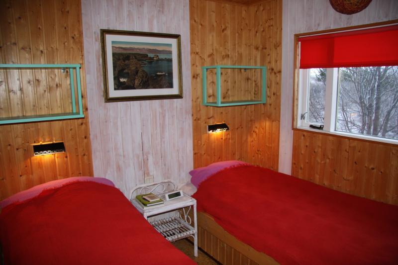 La chambre principale. Bons lits et l'air pur donne une bonne nuit de sommeil.