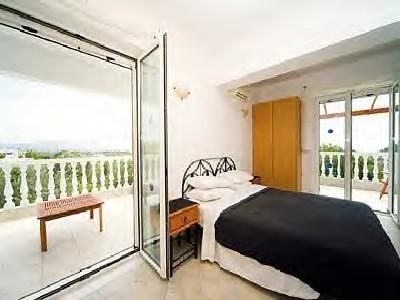 Main bedroom with 2 balconies ...