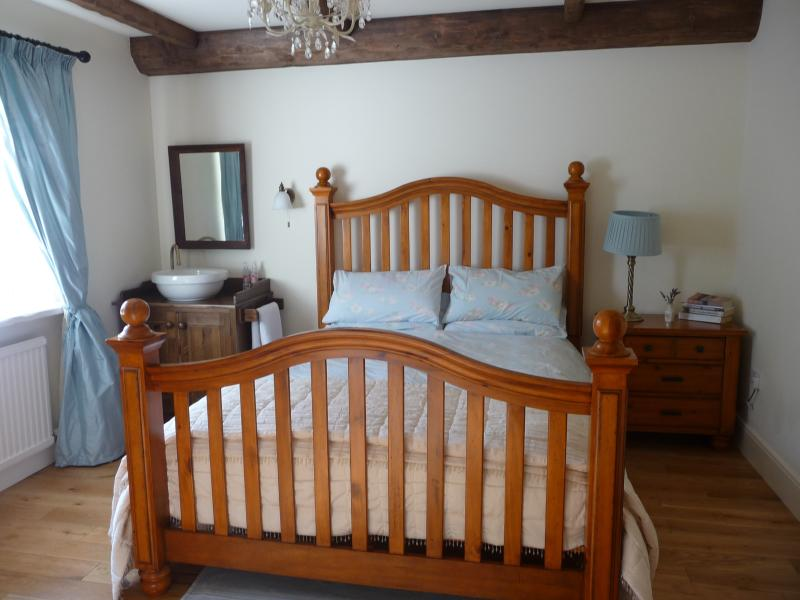 Master Bedroom with King size bed and Washstand