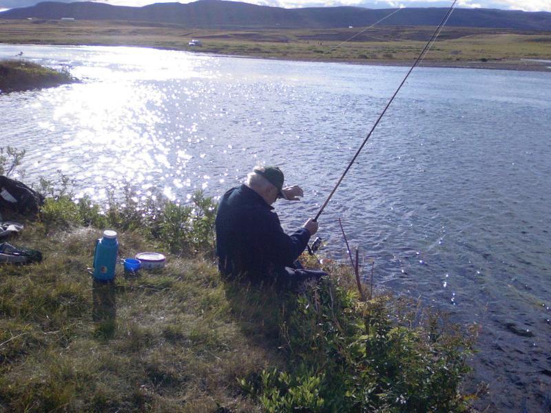 Une des meilleures rivières à saumon Islande Sog. 5 min. de la maison.