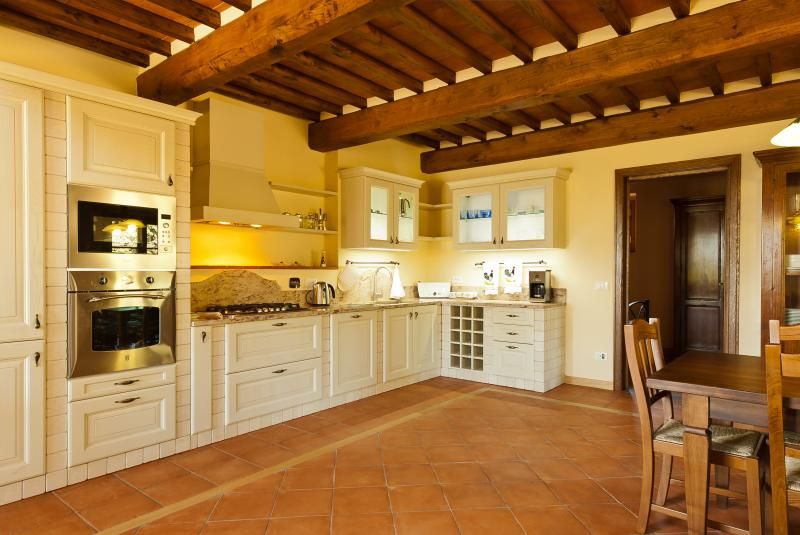 Very complete Tuscan kitchen