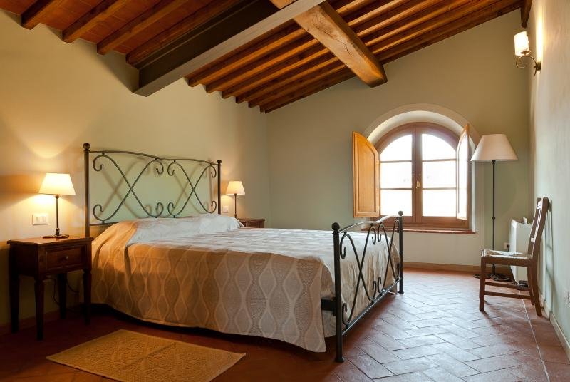 Bedroom 2, all bedrooms are airconditioned..double beds are 190x200 cm long.