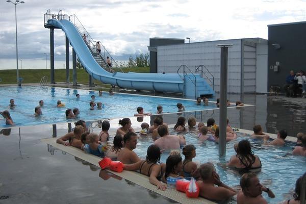 Borg, la grande piscine ca.12-15 min. en voiture du gîte. Ouvert de tous les jours 10-22, week-ends 10-19.