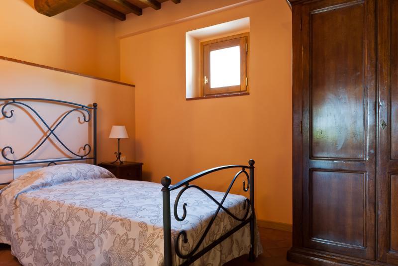 Single room, bed 90x200 cm, tasteful colors