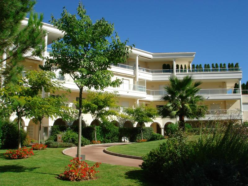 Apartment on Riviera Golf, vacation rental in Cannes