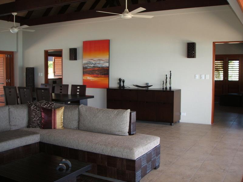 Grand Bure Lounge & matsal
