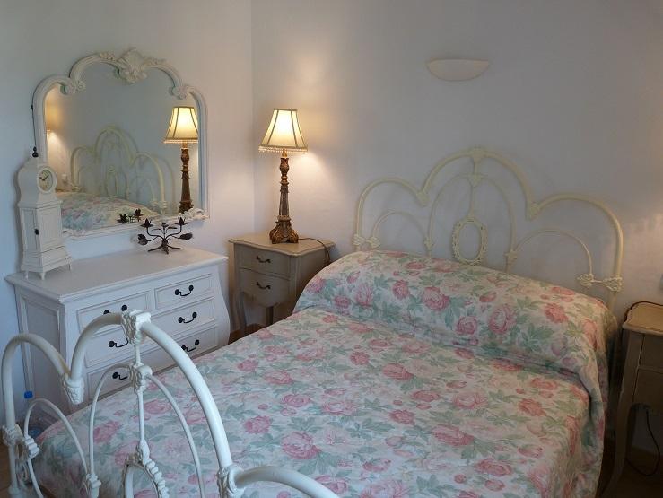 2ème chambre double avec vue sur les collines du village et provençal