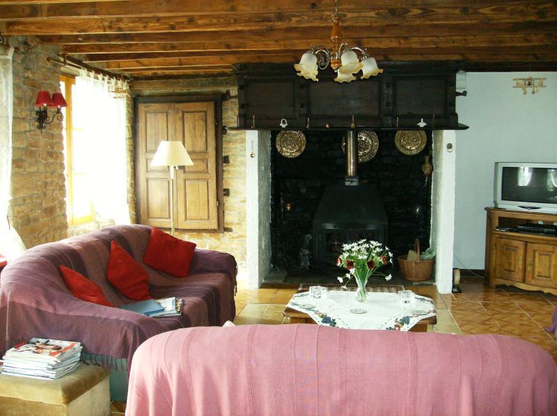 Large spacious sitting room with log burner, Satelite TV/DVD/Video