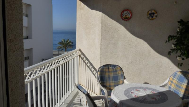 Vista al mar desde balcón