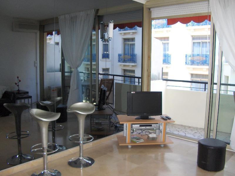 Living Room - TV / DVD corner