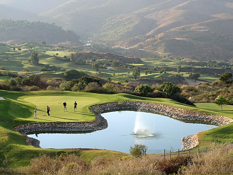 There are 52 golf courses in Costa del Sol