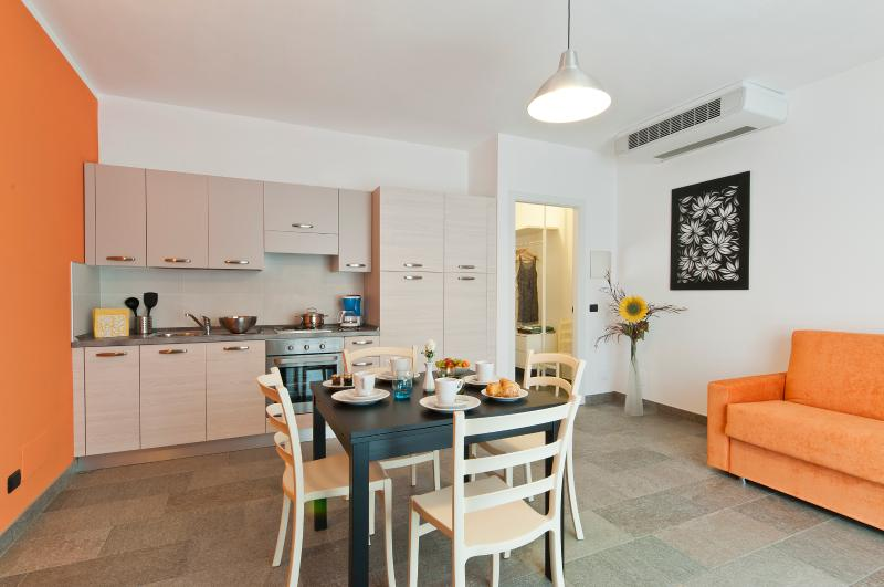 Helianthus  Residence - Ground Floor Appartments, holiday rental in Verbania