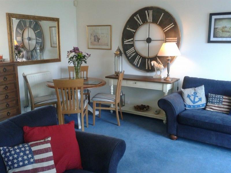 Marina Cottage 3 Bedrooms 1.5 Bathrooms Sleeps 5/6