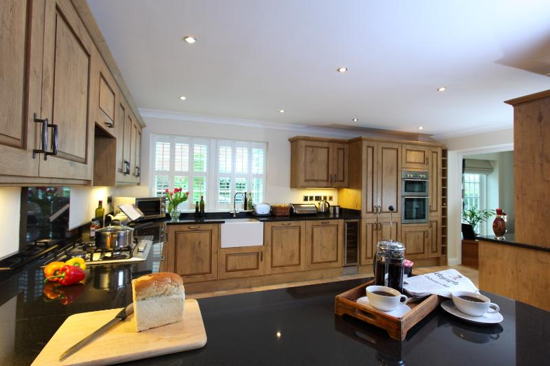 Breakfast bar in kitchen area and open plan leading into lounge