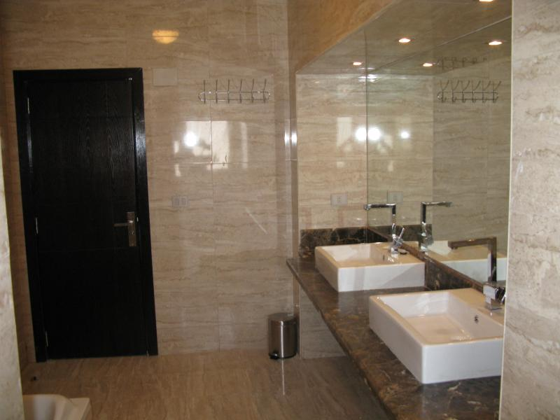Main Bathroom 3