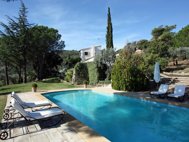 Stunning Hilltop Villa with Private Pool, holiday rental in Plan de la Tour
