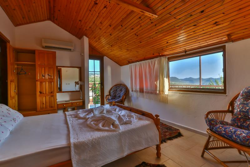 Double bedroom with aircondition & mountain view