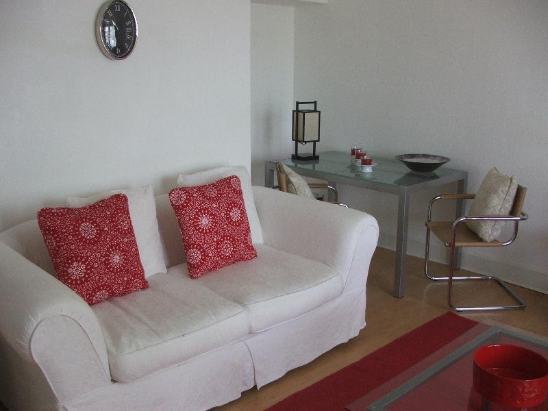 Lounge/dining area