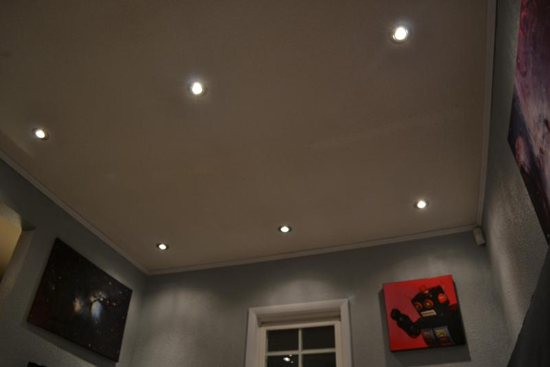Can-lighting ceiling with dimmers. Light dimmers in both rooms.